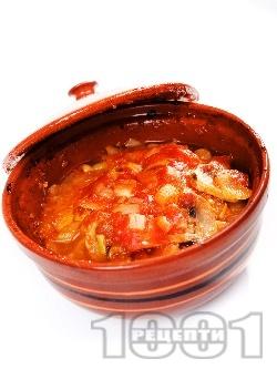 Пилешка кавърма с месо от филе, гъби, моркови, домати, зелени чушки и праз лук в гювечета или глинен гювеч на фурна - снимка на рецептата